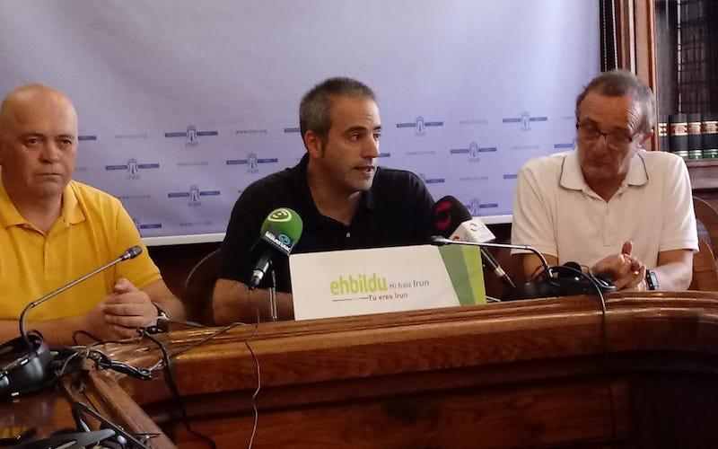 Momento de la rueda de prensa de los concejales de EH Bildu en el ayuntamiento