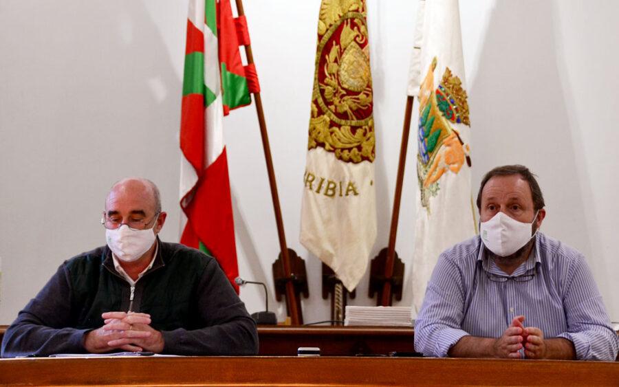 Juan Mari Altuna eta Txomin Sagarzazu gaurko prentsaurrekoan.