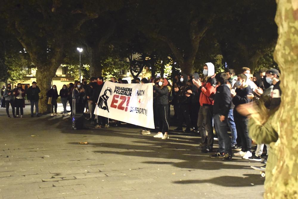 """Imagen de la movilización de los vecinos en octubre para denunciar la """"violencia policial""""."""