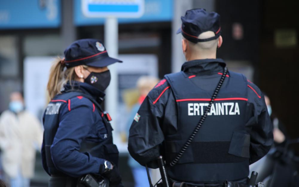 Ertzaintzak gazte bat atxilotu du Hondarribian.