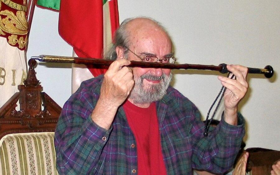 Alfonso Sastre udaletxean jasotako omenaldian.
