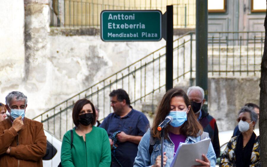 Anttoni Etxeberriaren plaza inauguratu dute Amute-Kostan.